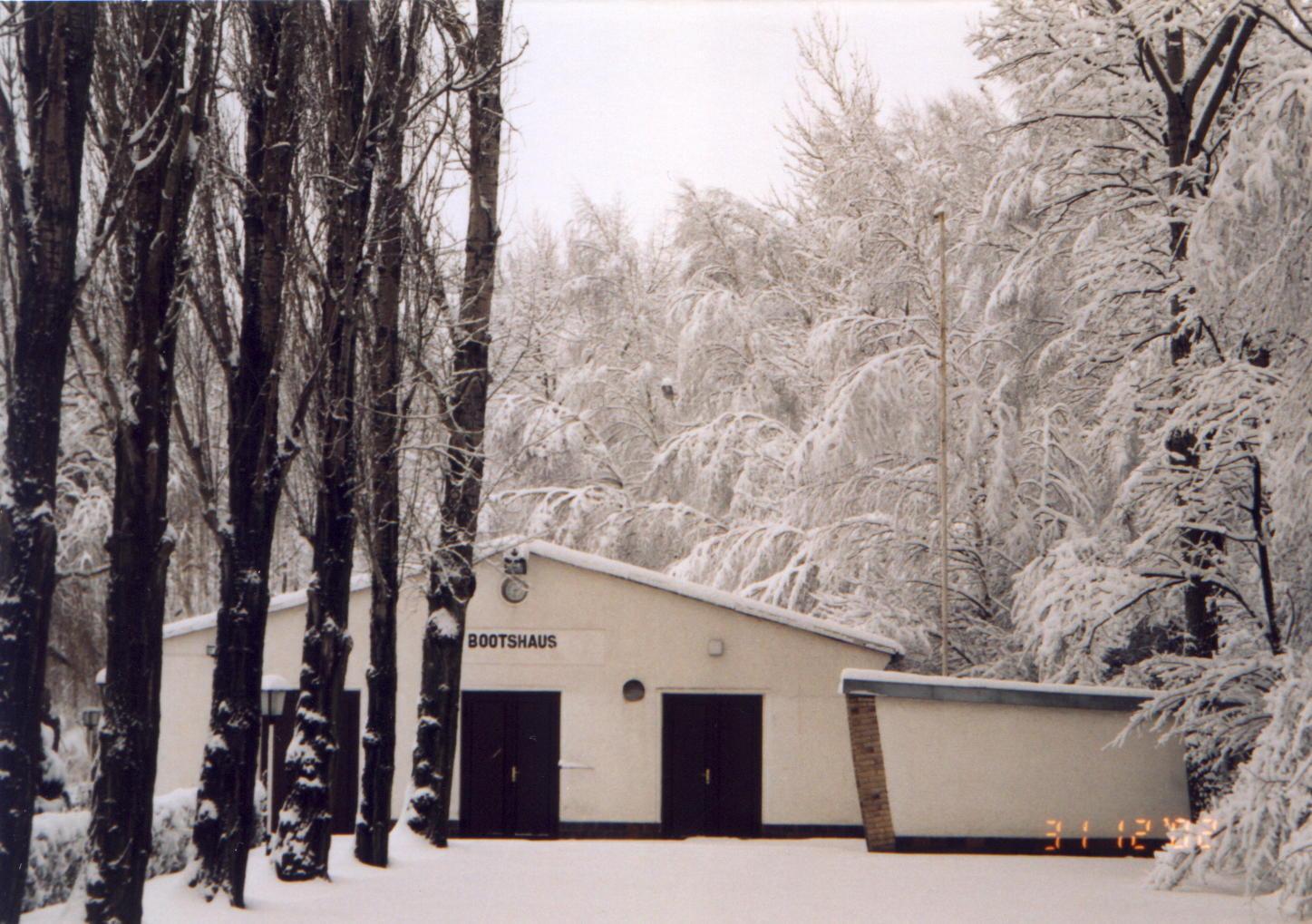 Bootshalle im Winter