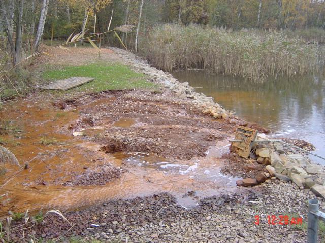 Schüttdamm wird durch hohen Wasserdruck zerstört