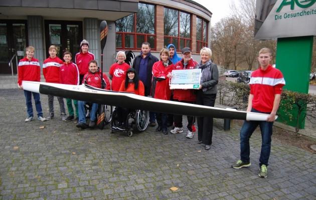 AOK überreicht Scheck in Höhe von 4.000 Euro an Halleschen Kanu-Club 54 e.V.